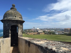 Facing the city with a sentry box, what San Cristóbal is known for.